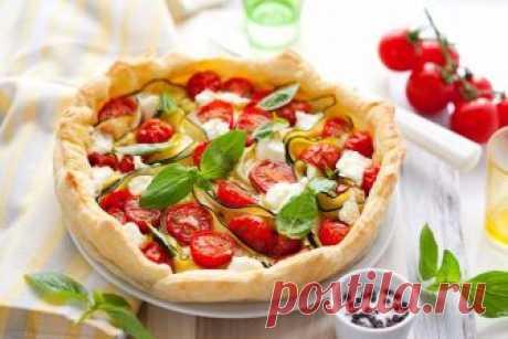 Легкий и нежный пирог с творогом и помидорами