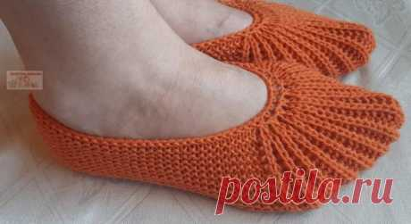 Тапочки-следки с эластичным носком Сегодня хочу предложить связать модель тапочек с эластичным носком.Благодаря такому носку тапочки не спадают с ноги.Описание на размер 35 – 40.Нам понадобится: 80 г пряжи оранжевого цвета №936 Lanos...
