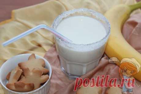 Смузи с творогом и бананом в блендере. Ингредиенты: творог, банан, молоко Смузи с творогом и бананом на завтрак или полдник. Яркий вкус напитка, простота приготовления сделают его повседневным. На праздничный стол вкусный напиток тоже можно поставить, особенно, на детский праздник.