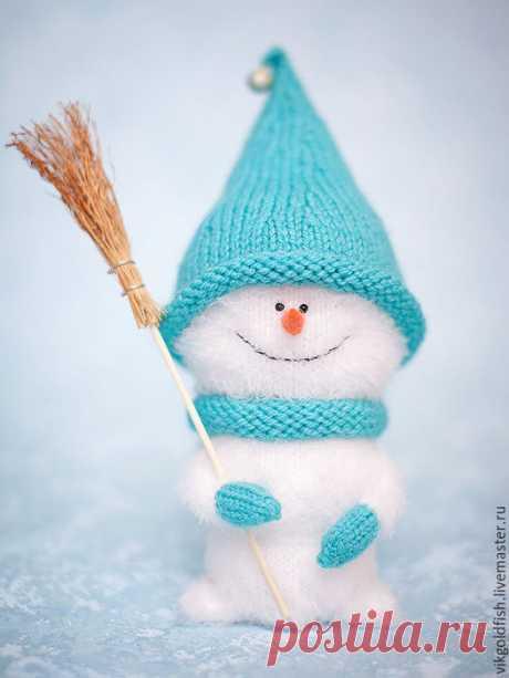 Вяжем спицами симпатичного снеговичка