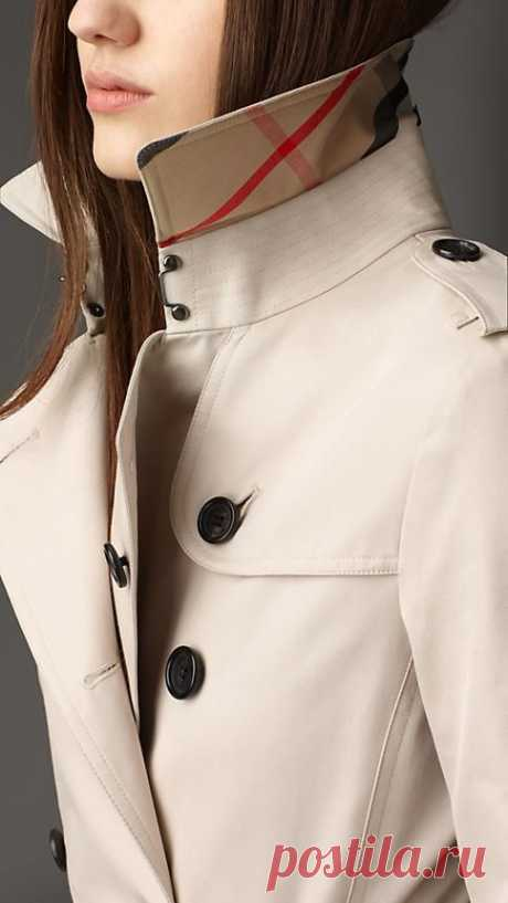Referencing the original Burberry trench coat, heritage features include epaulettes, gun flap and rain shield.