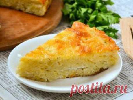 Запеканка из тертого картофеля  Ингредиенты:  Картофель — 9-10 шт. Сыр твердый — 150 гр. Яйца — 2 шт. Чеснок — 2-3 зубчика Майонез — 3-4 ст. л. Соль, перец  Приготовление:  1. Сыр трем на крупной терке. 2. Половину сыра смешиваем с одним яйцом. Хорошо перемешиваем. 3. Оставшийся сыр смешиваем с яйцом, мелко порезанным чесноком и майонезом. Перемешиваем. 4. Добавляем тертый на крупной терке картофель. Хорошо перемешиваем. 5. Выкладываем полученную массу в форму дл...