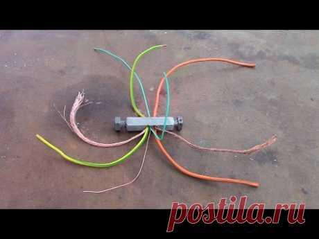 Карманное приспособление для снятия изоляции с проводов