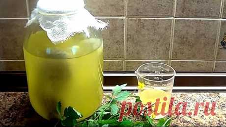КВАС БОЛОТОВА С ЧИСТОТЕЛОМ  Квас Болотова с чистотелом получен в результате ферментации растения с помощью молочной сыворотки и сахара. Его метод оздоровления и лечения основан на помощи сильных бактерий. Исследователь разводил молочно-кислые бактерии в среде, куда помещалось лекарственное растение, например чистотел.  Поскольку в чистотеле содержатся ядовитые алкалоиды, в этой среде выживали только сильные бактерии. Размножаясь, соединяясь с ферментами молочной сыворотки,...