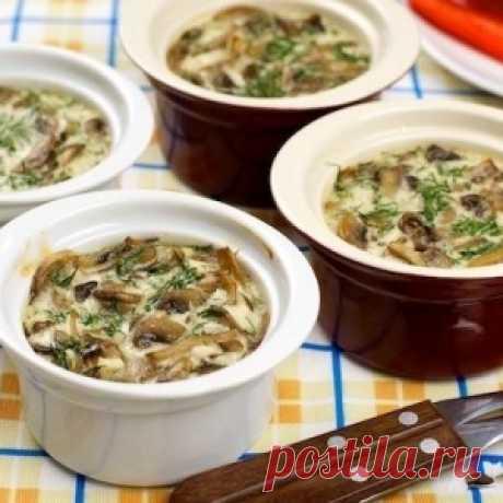 Запеченные грибы в сметане — это прекрасный вариант для субботнего ужина. Попробуйте и Ваша семья будем Вам благодарна