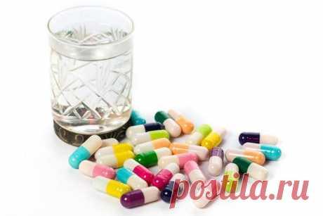 Витамины и алкоголь совместимость - Всё об алкоголизме / Витамины и алкоголь совместимость Аскорбинка, принятая на похмелье, значительно улучшает состояние человека, но для получения эффекта следует принимать повышенную дозу лекарства. Таким образом, увеличивается доза практически всего витаминного комплекса, усвоение которого замедляется.