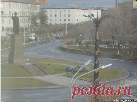 ДТП возле памятника Казыбек Би: BMV vs. Mercedes Benz