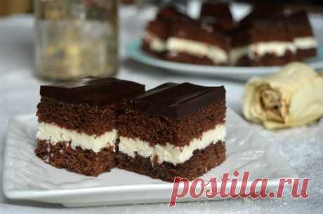 """¡El pastel muy de fiesta y adornado \""""la Coca-cola\"""" - el gusto de la bebida querida, es ahora y sobre su plato! - appetitno.net"""