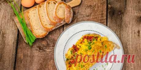 Приготовьте яйца по-новому. 10 необычных идей на любой вкус Варианты блюд для тех, кто устал от банального омлета и глазуньи. Отделите белки от желтков и взбейте их с солью в устойчивую пену. Застелите противень пекарской бумагой, смажьте её маслом....