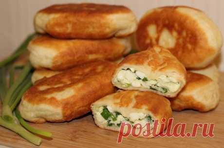 Пирожки с зеленым луком и яйцами на сковороде — Sloosh – кулинарные рецепты