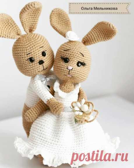Влюбленные зайчата, связанные крючком. Идея подарка на свадьбу.
