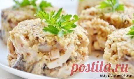 Салат с кальмарами и орехами
