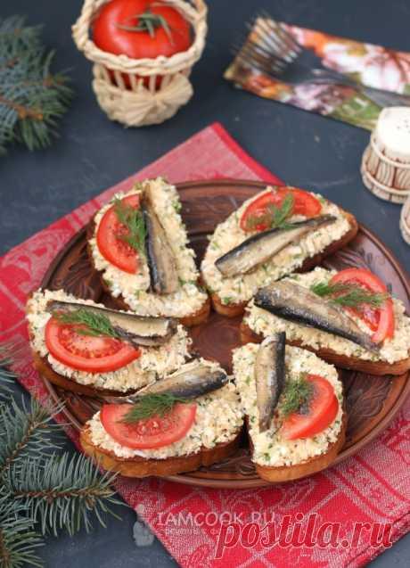 Бутерброды со шпротами, картофелем и плавленым сыром — рецепт с фото на Русском, шаг за шагом. Вкусные и сытные бутерброды, которые можно приготовить для перекуса или на праздничный стол. #рецепт #бутерброд #бутерброды #закуска #закуски #бутербродики