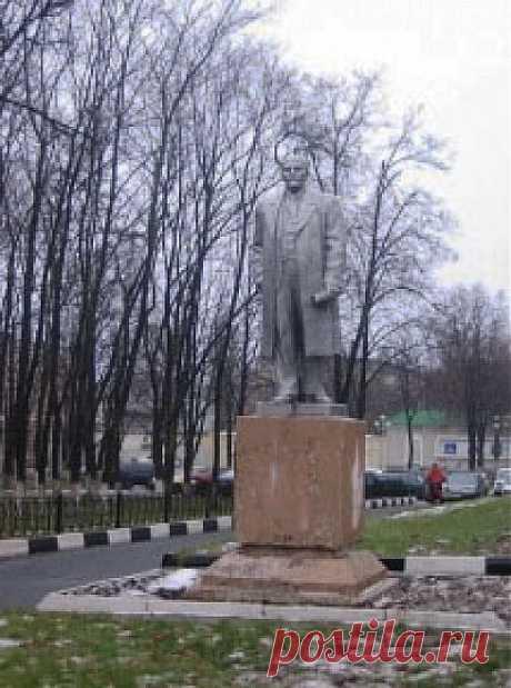Памятник Ленину возле завода Энергомаш в Белгороде
