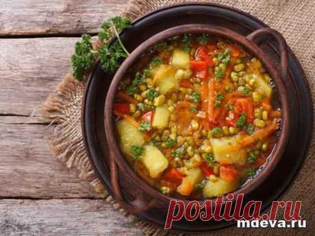 Суп с машем Приготовление:Отварить маш в течении 30 минут, добавить очищенный и нарезанный кубиками картофель, варить еще 10 мин.
