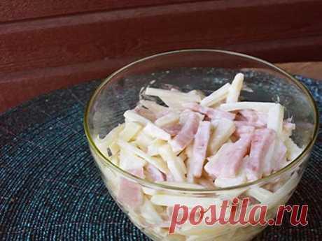 ОЧЕНЬ ПРОСТОЙ САЛАТИК    Очень вкусный и легкий салатик, готовится «на одном дыхании». Ингредиенты подходят идеально. Попробуйте, не пожалеете.  Состав