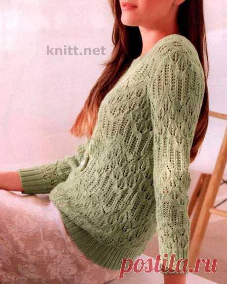 Легкий пуловер с узорами.