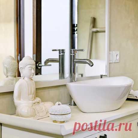 Статуэтка Будды в интерьере ванной комнаты  Статуэтки для вашего интерьера https://vk.com/sculpture_na_zakaz_spb  #Будда #статутэтка #статуэткаспб #скульптура #скульптураспб #интерьер #интерьерспб #декорспб