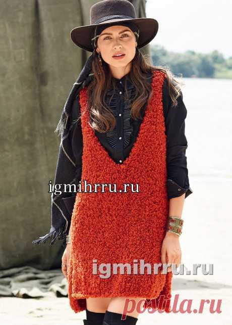 Красное платье-майка с высокими боковыми разрезами. Вязание спицами