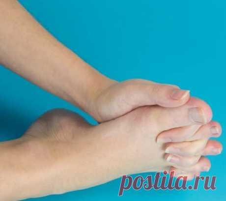Упражнение — переплетение пальцев, которое поможет вернуть молодость и подвижность ног!