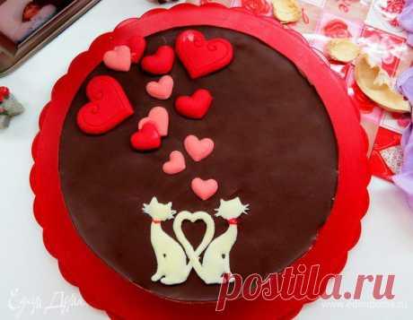 Торт «Птичье молоко» с малиновым сердцем. Ингредиенты: сливочное масло, сахар, яйца куриные