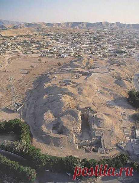 Один из самых старых населенных пунктов на свете был найден под курганом в нескольких километрах от деревни Телл ас-Султан (долина реки Иордан). Это поселение людей датируется примерно 9000-м годом до нашей эры.