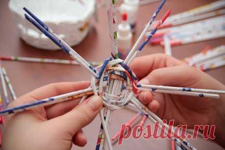 Плетение из газетных трубочек для начинающих - пошаговая инструкция с видео и фото