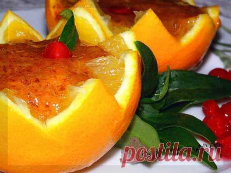 """Десерт """"Хурма в апельсине"""". Апельсины – это не только солнечные приятные на вид и вкусные фрукты, но и отличная посуда для подачи блюд, если их разрезать и вынуть мякоть."""