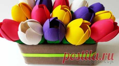 Очень легко и просто делаем весенние цветы. Тюльпаны своими руками Головки цветков ярко-желтых, насыщенно-фиолетовых розовыз и белых тюльпанов собраны из одноразовых пластиковых ложек. Контрастное сочетание цветов дает потрясающий визуальный эффект: композиция смотри...
