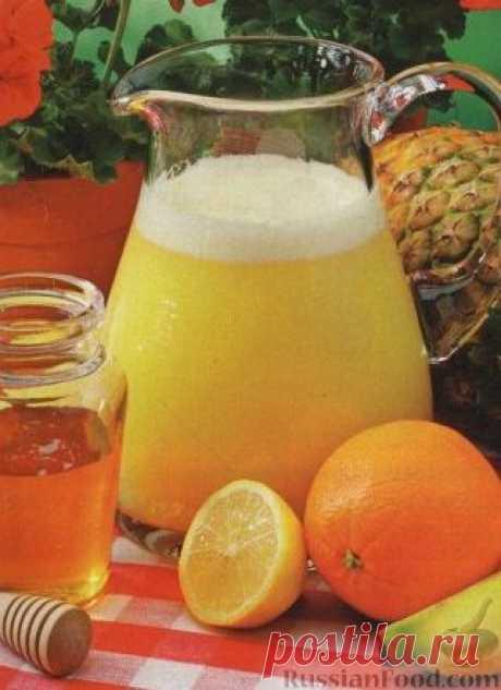 Фруктово-медовый пунш. Бодрящий и охлаждающий пунш, рецепт приготовления с медом и цитрусовым соком. Такой безалкогольный пунш станет незаменимым напитком на жаркой вечеринке.
