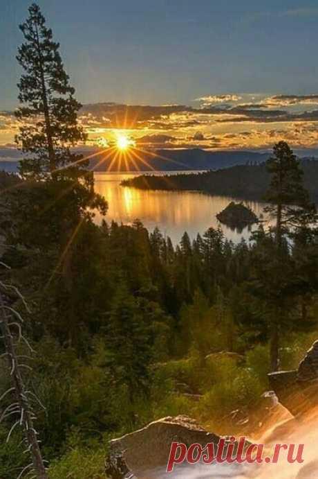Пусть снова темнотой закат грозится, Придёт на смену обязательно рассвет!  © Розбицкая Наталья
