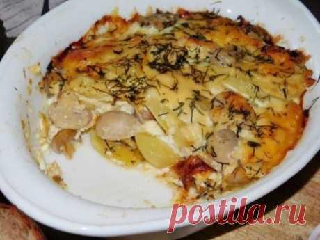 Картофель в духовке с сыром и грибами Ингредиенты: Картофель — 6–8 шт. Шампиньоны — 300 г Яйцо — 1 шт. Сливки 20% — 100 мл Сыр твердый — 100 г Специи — по вкусу Укроп — 1 пучок Соль — по вкусу