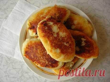 Пирожки из картофельного теста с сосиской внутри. Очень вкусно и просто!