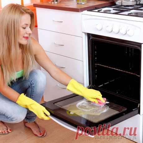 Как почистить газовую плиту за 8 шагов Плита – это самая сложная в уходе техника на кухне, особенно, если она газовая. Ведь в отличие от электрической, она имеет решетку из тяжелого чугуна, горелки, которые периодически забиваются, и ручки...