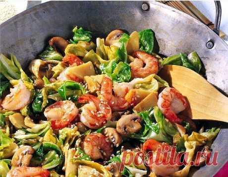 Креветки с овощами по-азиатски.