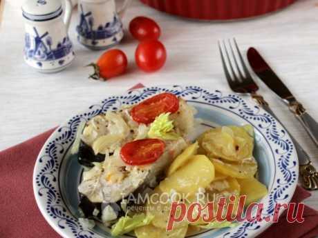Горбуша с картошкой в майонезе в духовке Горбуша - морская рыба с красным мясом, которая хорошо сочетается с картофелем, а приготовленная в духовке, она удивительно вкусна.