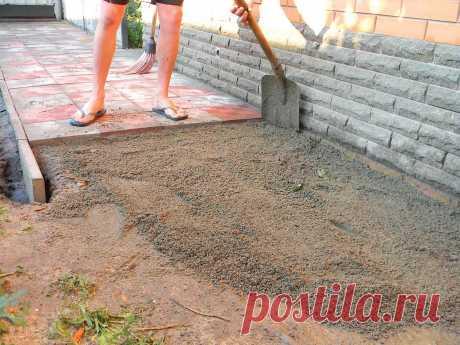 Как уложить тротуарную плитку без щебня