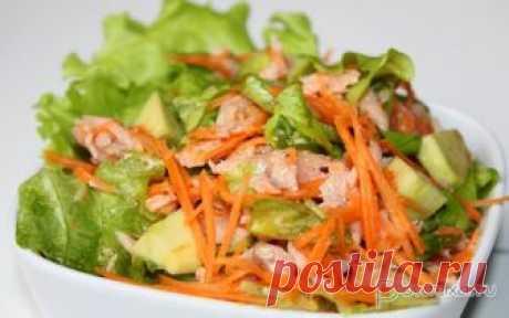 Салат с консервированной рыбой и авокадо Простой, но вкусный, с оттенком пикантности салат, который быстро готовится и столь же быстро поедается.