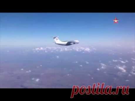 Ил-76 сбрасывает гуманитарный груз жителям Сирии: кадры с воздуха - YouTube