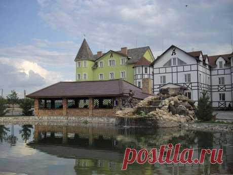 "Castle Hotel ""Ivango""  Location: Rivne region, village Kolodenka, vul. Green, 53.  Замок-готель «Айвенго»  Де знаходиться: Рівненська обл., с. Колоденка, вул. Зелена, 53."