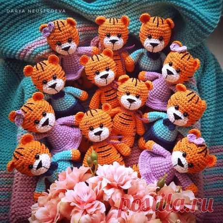PDF Тигрята крючком. FREE crochet pattern; Аmigurumi animal patterns. Амигуруми схемы и описания на русском. Вязаные игрушки и поделки своими руками #amimore - тигр, маленький тигренок, котик, кот, кошечка, кошка, котенок.