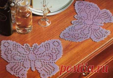 Бабочка филейным вязанием.