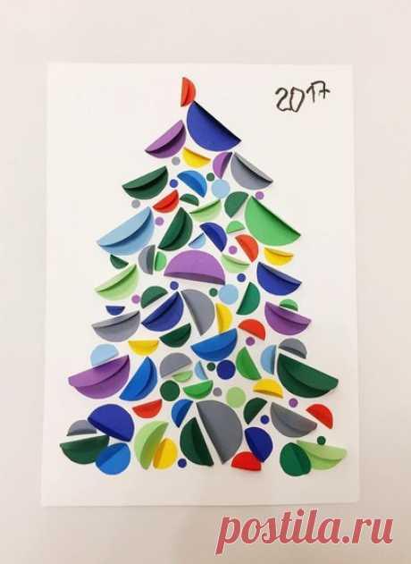 НОВОГОДНЯЯ ОТКРЫТКА СВОИМИ РУКАМИ. Смотрите, какую оригинальную новогоднюю елочку можно сделать из бумажных кружков в технике аппликация.
