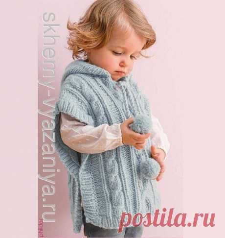 Схема вязания спицами: детское пончо с капюшоном и помпонами