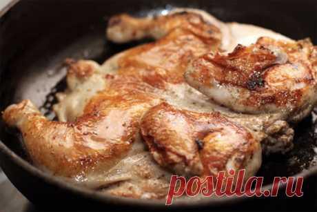 Секреты приготовления самого вкусного в мире цыпленка тапака     После харчо и хачапури, самым популярным блюдом грузинской кухни за пределами страны является цыпленок тапака. Название блюда произошло от названия специальной сковороды с крышкой-гнетом, на котор…