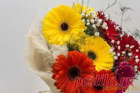 Самые актуальные советы о том, что делать, чтобы цветы долго стояли в вазе Как же бывает грустно, когда букет осыпается. Поэтому в этой статье я хочу рассказать, что нужно делать, чтобы цветы дольше стояли в вазе.