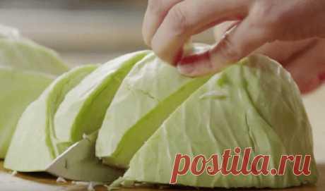 Никогда не пробовала такой вкусной тушеной капусты... Все знают, что капуста – полезный овощ, но далеко не все ее любят. С этим рецептом дети и взрослые не смогут удержаться и обязательно попросят добавки! Предлагаем рецепт ароматной и вкусной тушеной ка…