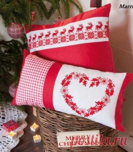 El bordado navideño sobre las almohadas. Los esquemas