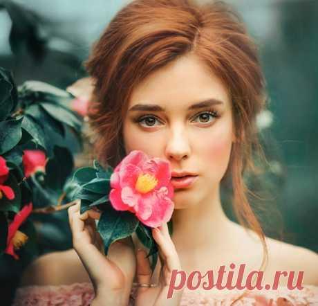 Цветы ласкают взгляды многоцветьем, Симфоний красок, бархат лепестков Пленяют сердце...чувства, словно ветер, Уносят вдаль — туда, где волшебство...  ~ Сигнус #обитель_цветы #обитель_зеленое #обитель_розовое #обитель_природа