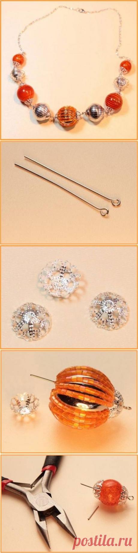 Как сделать ожерелье в оранжево-серебристых тонах.